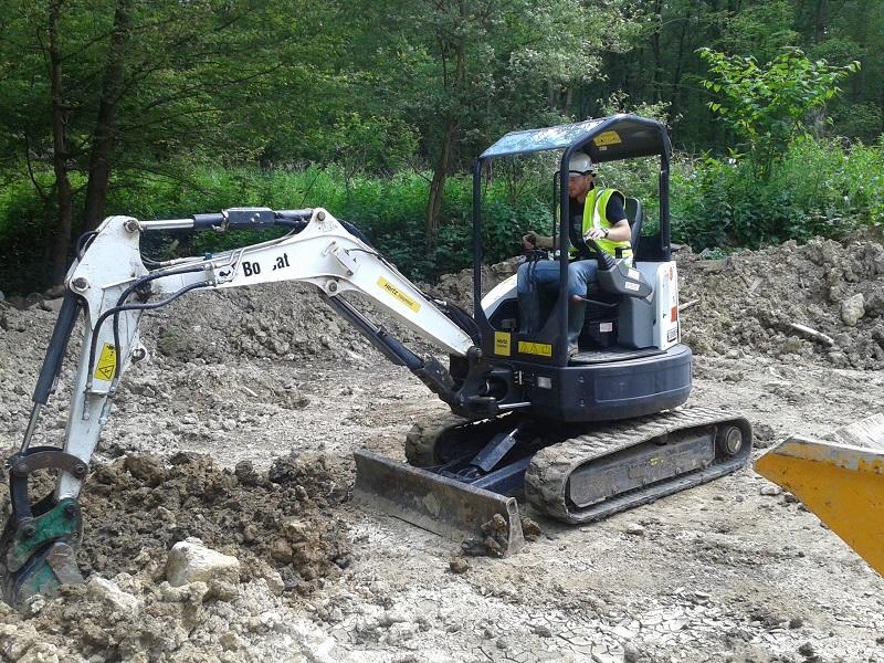 L'engin de chantier pour creuser